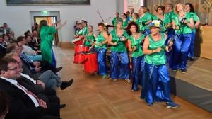 07_Samba-Gruppe-sarara-trommelte-gute-Laune-in-den-Senatssaal